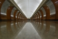 Станция метро Парк Победы - красный зал (вид с пола)