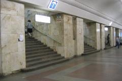 Метро Университет - Лестница в середине центрального зала к выходу в южный вестибюль